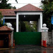 Lanzaron una bomba molotov contra un paredón de la Quinta de Olivos 14