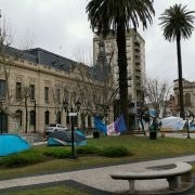 Se levantó el acampe en Plaza Merced 12