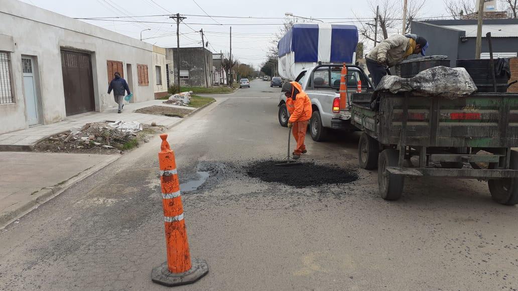 Continúan las obras para la colocación de la cisterna en Barrio Desiderio De La Fuente 1