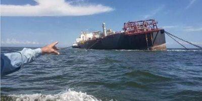 Un buque petrolero se hunde en el Mar Caribe 9