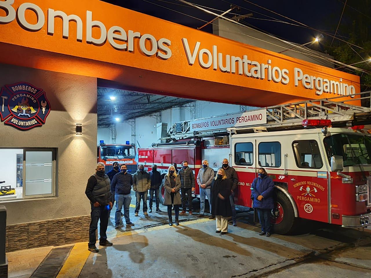 Bomberos Voluntarios volvió a poner en servicio la escalera de emergencias y presentó las reformas en el cuartel 5