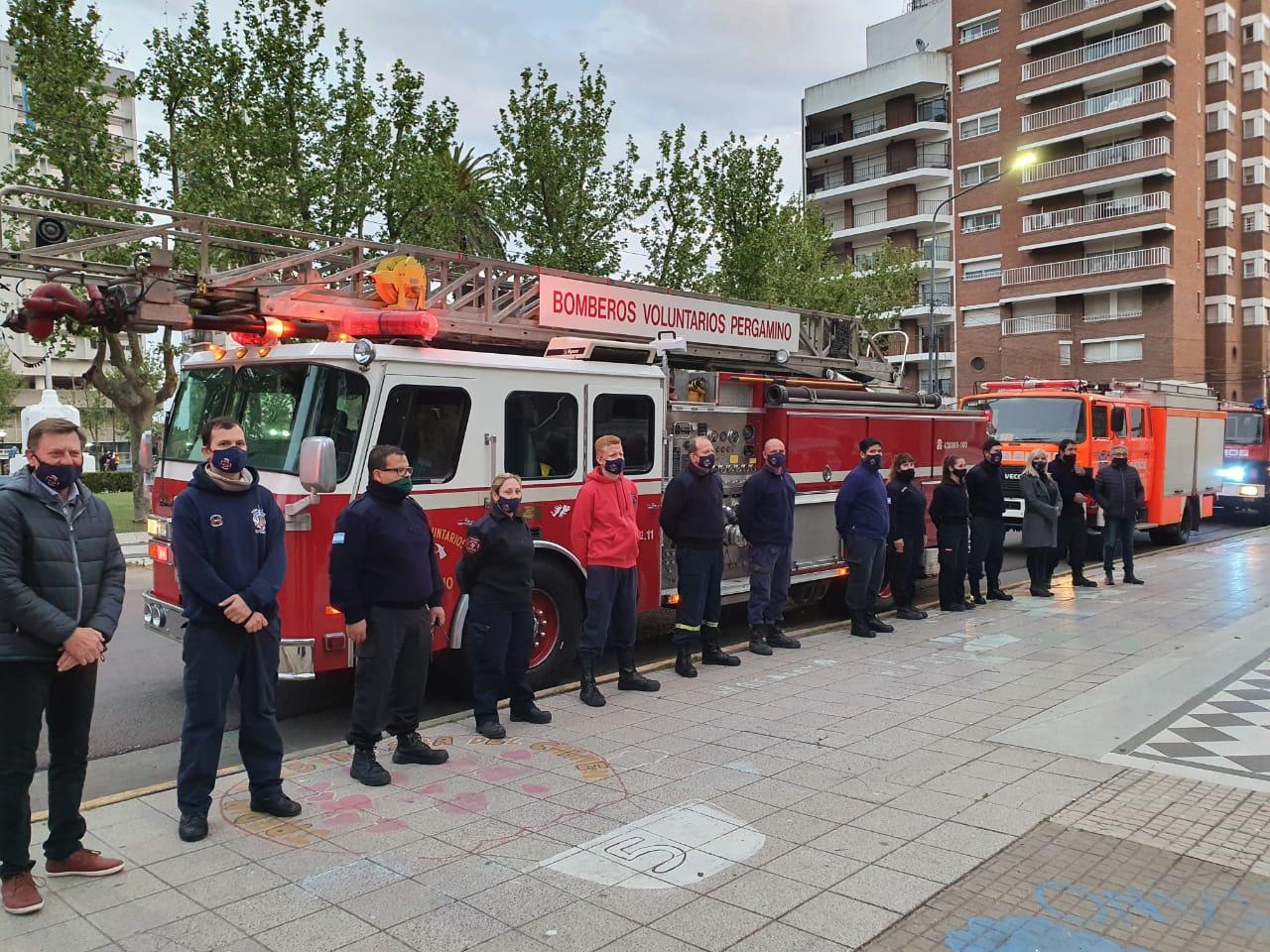 Bomberos Voluntarios volvió a poner en servicio la escalera de emergencias y presentó las reformas en el cuartel 2