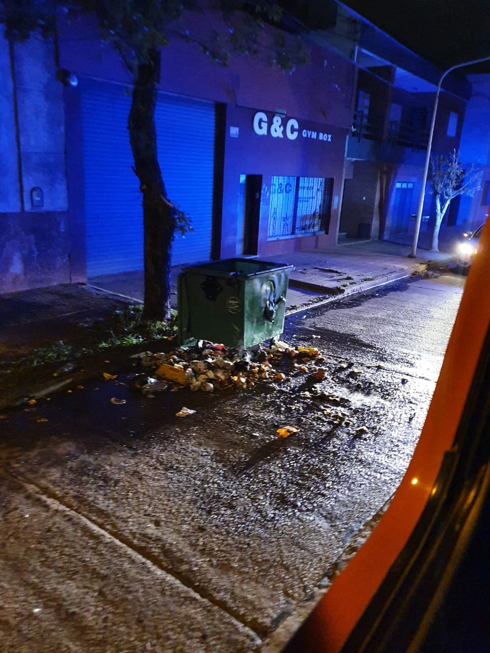 Incendio de contenedor en Joaquín Menéndez y Catamarca 1