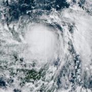 El huracán Zeta golpea las costas de México y a encamina hacia Estados Unidos 11