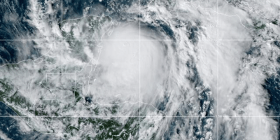 El huracán Zeta golpea las costas de México y a encamina hacia Estados Unidos 8