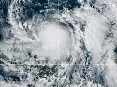 El huracán Zeta golpea las costas de México y a encamina hacia Estados Unidos 5