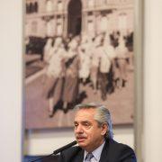 El Presidente encabezó la firma de contratos para obras hídricas y de transporte de electricidad en la provincia de Buenos Aires 12