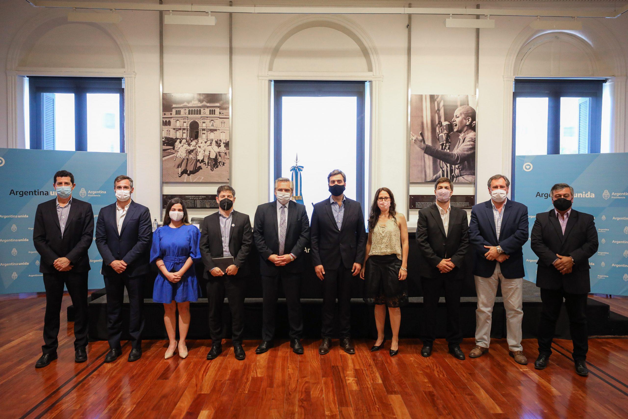 El Presidente encabezó la firma de contratos para obras hídricas y de transporte de electricidad en la provincia de Buenos Aires 1