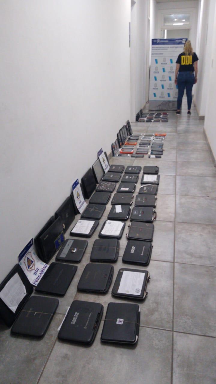 DDI allanó dos locales de venta y reparación de celulares y un domicilio particular en el marco de una investigación por Robo 2