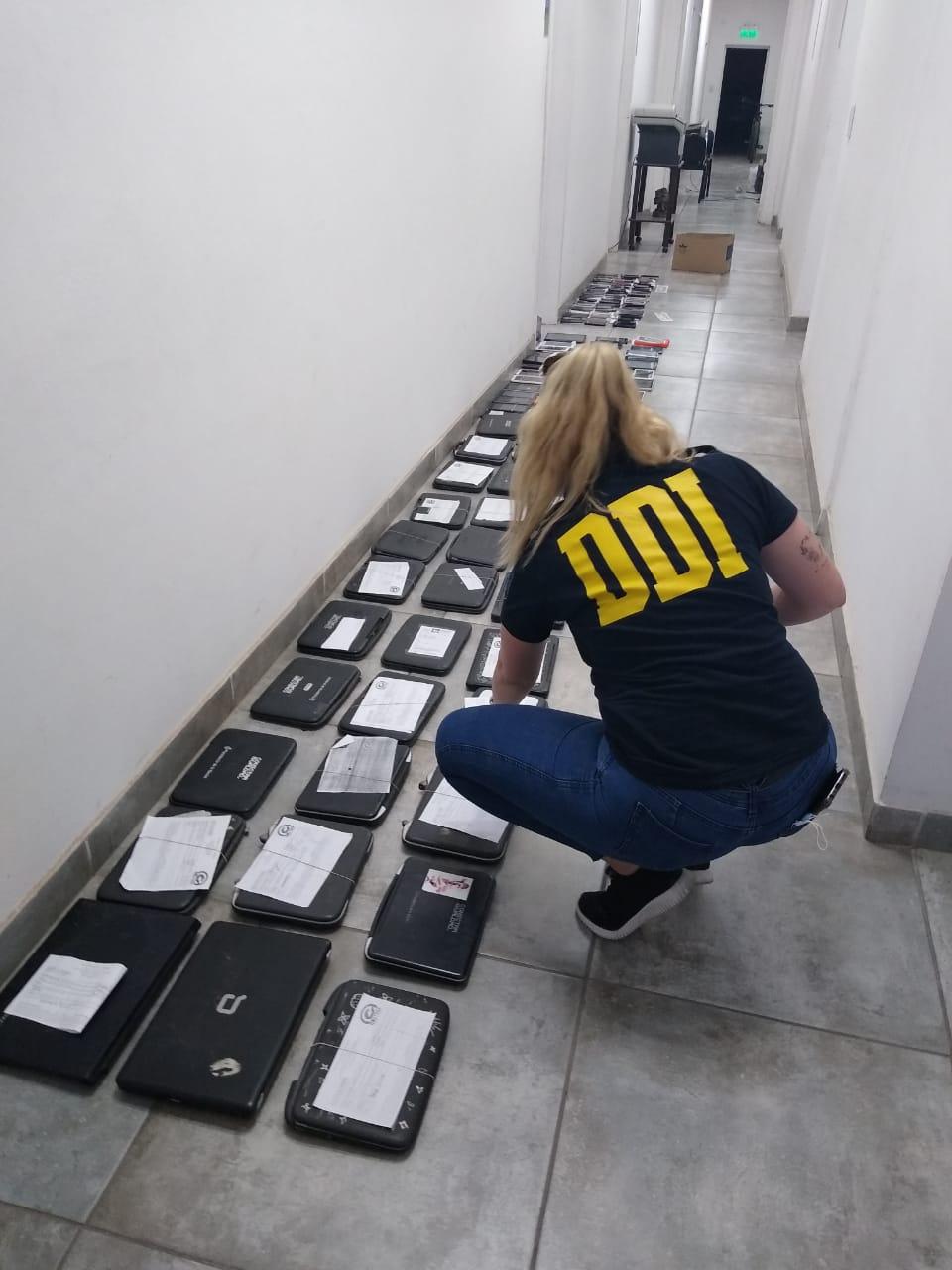 DDI allanó dos locales de venta y reparación de celulares y un domicilio particular en el marco de una investigación por Robo 1
