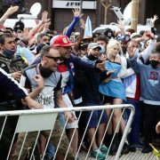 El último adiós a Maradona: Incidentes en las calles 14