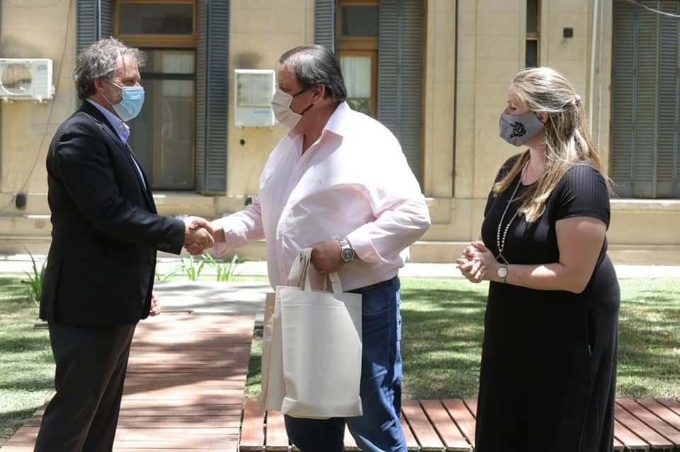 El Intendente y funcionarios locales, reconocieron a personal municipal por su antigüedad 2