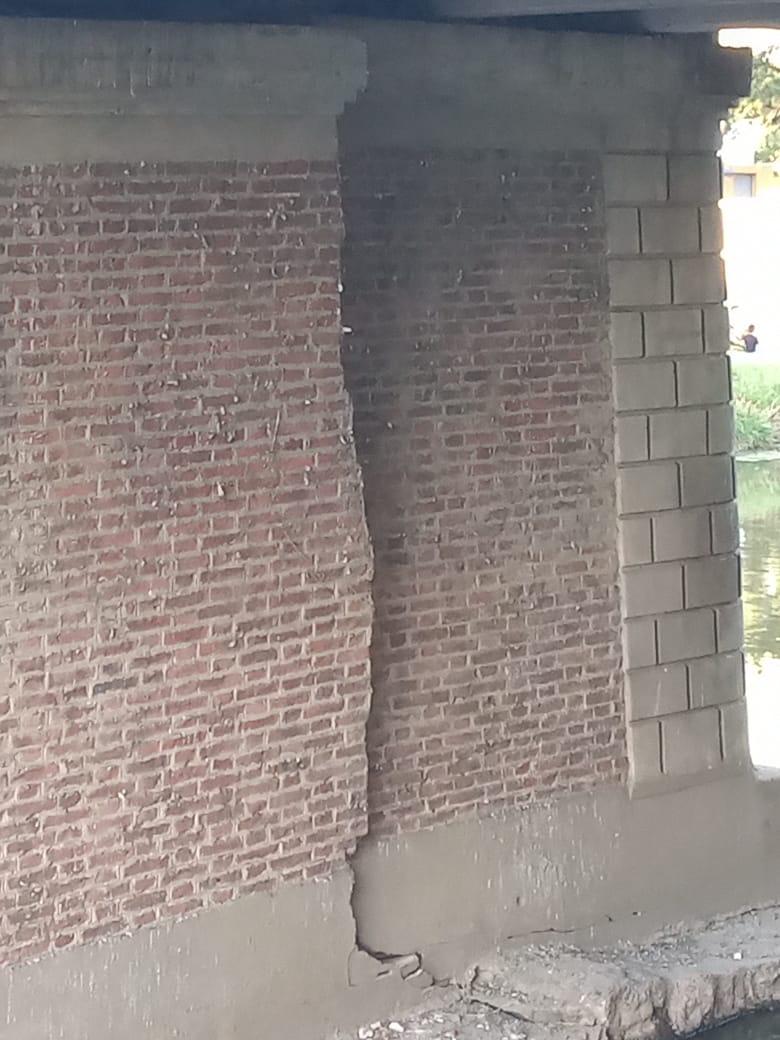 Los daños en el puente de Bv Colón 3