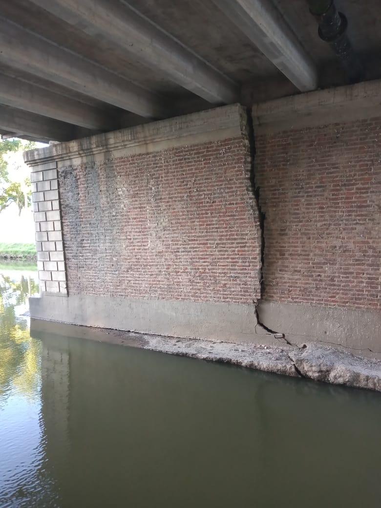 Los daños en el puente de Bv Colón 1
