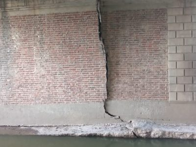 Los daños en el puente de Bv Colón 5