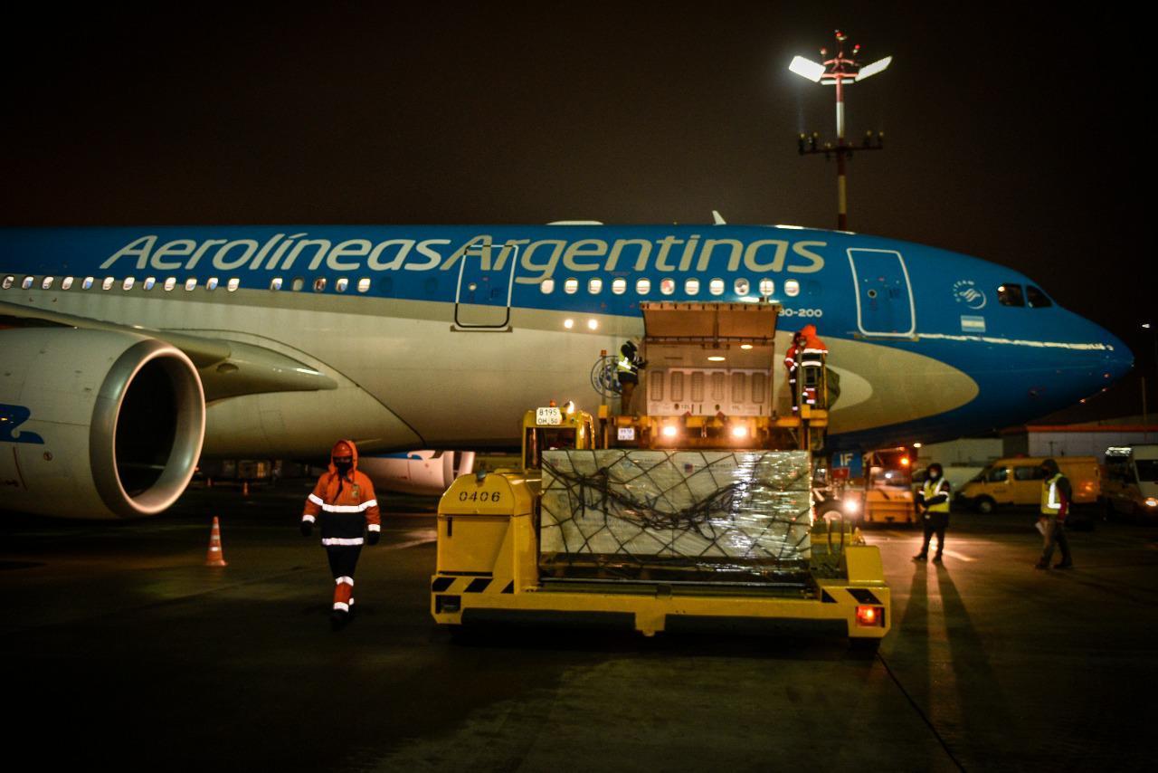 Llega a la Argentina el vuelo de Aerolíneas Argentinas con la vacuna Sputnik V 3