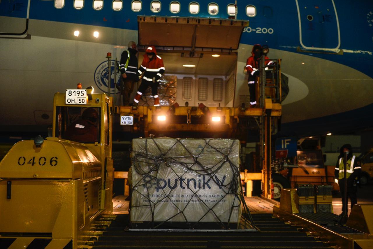 Llega a la Argentina el vuelo de Aerolíneas Argentinas con la vacuna Sputnik V 4