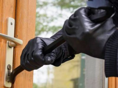 Ingresaron a una vivienda y robaron armas y dinero en efectivo 10