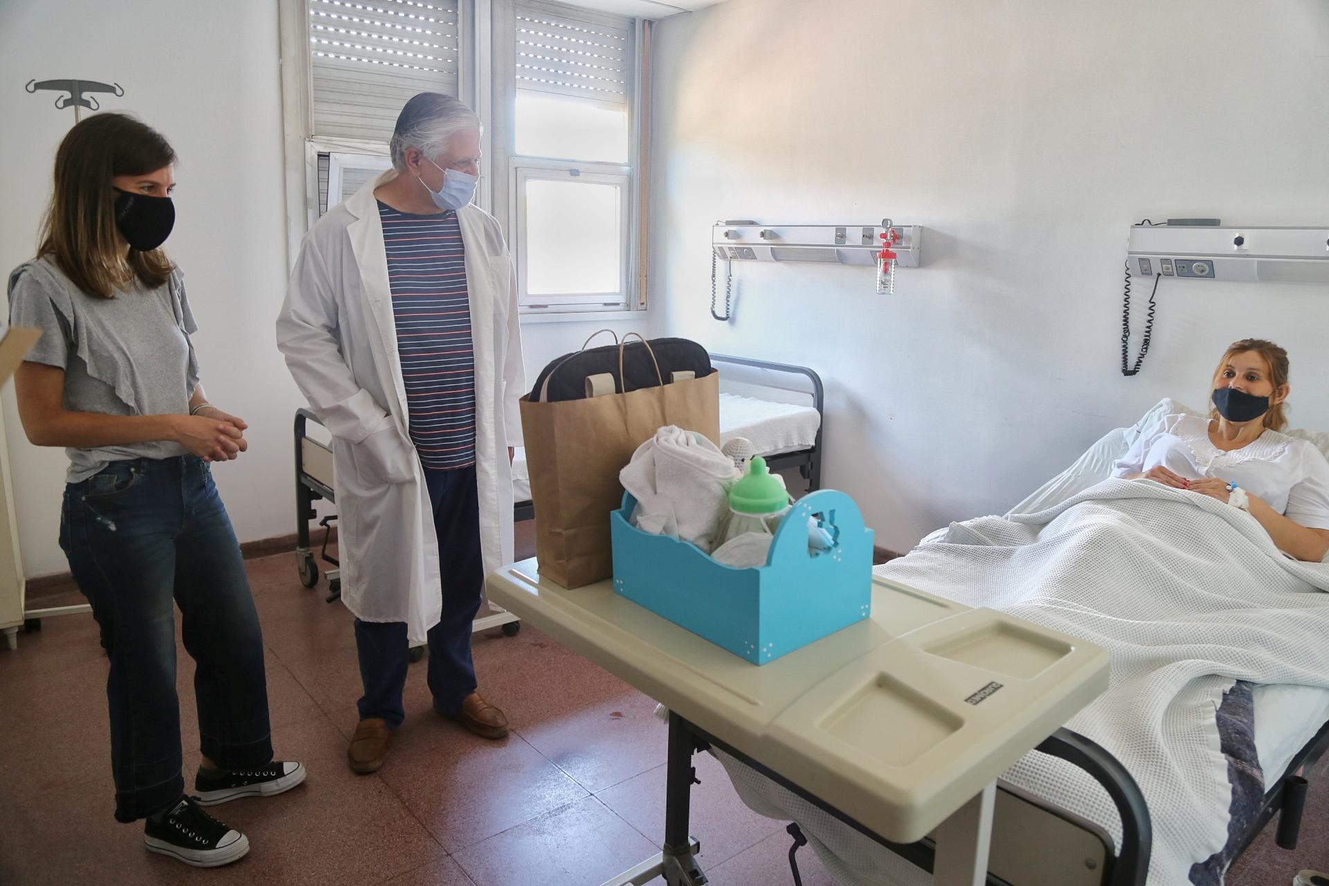 La titular de ANSES visitó un hospital en Mar del Plata dónde se dió el primer nacimiento del año 1