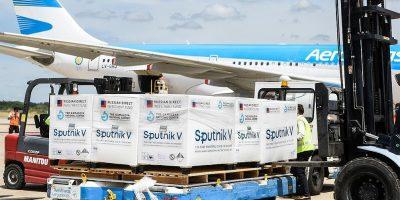 Llegaron al país en un vuelo de Aerolíneas las 300 mil unidades de la segunda dosis de la vacuna rusa 6