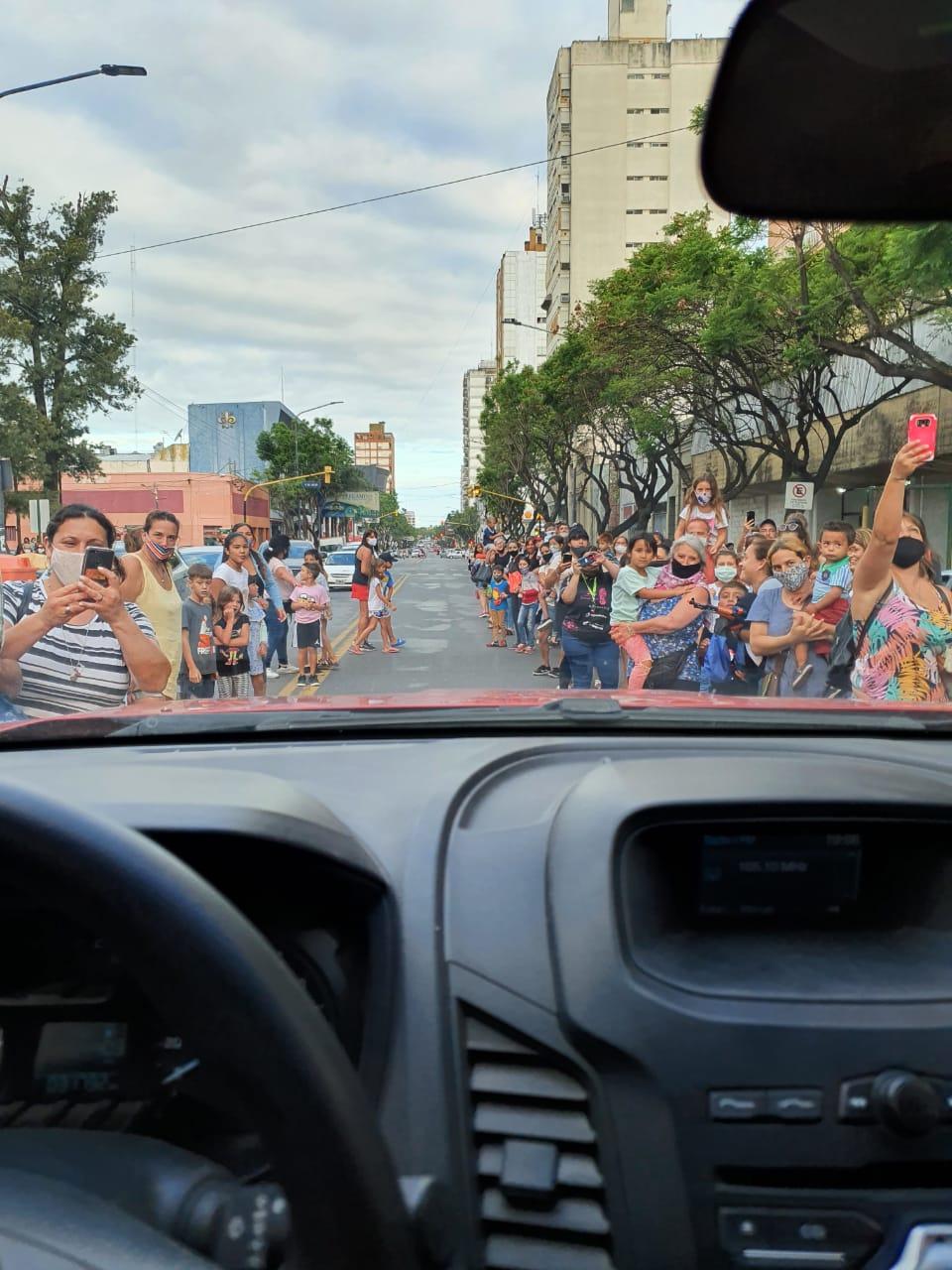 Los Reyes Magos recorrieron junto a los Bomberos las calles de la ciudad 5