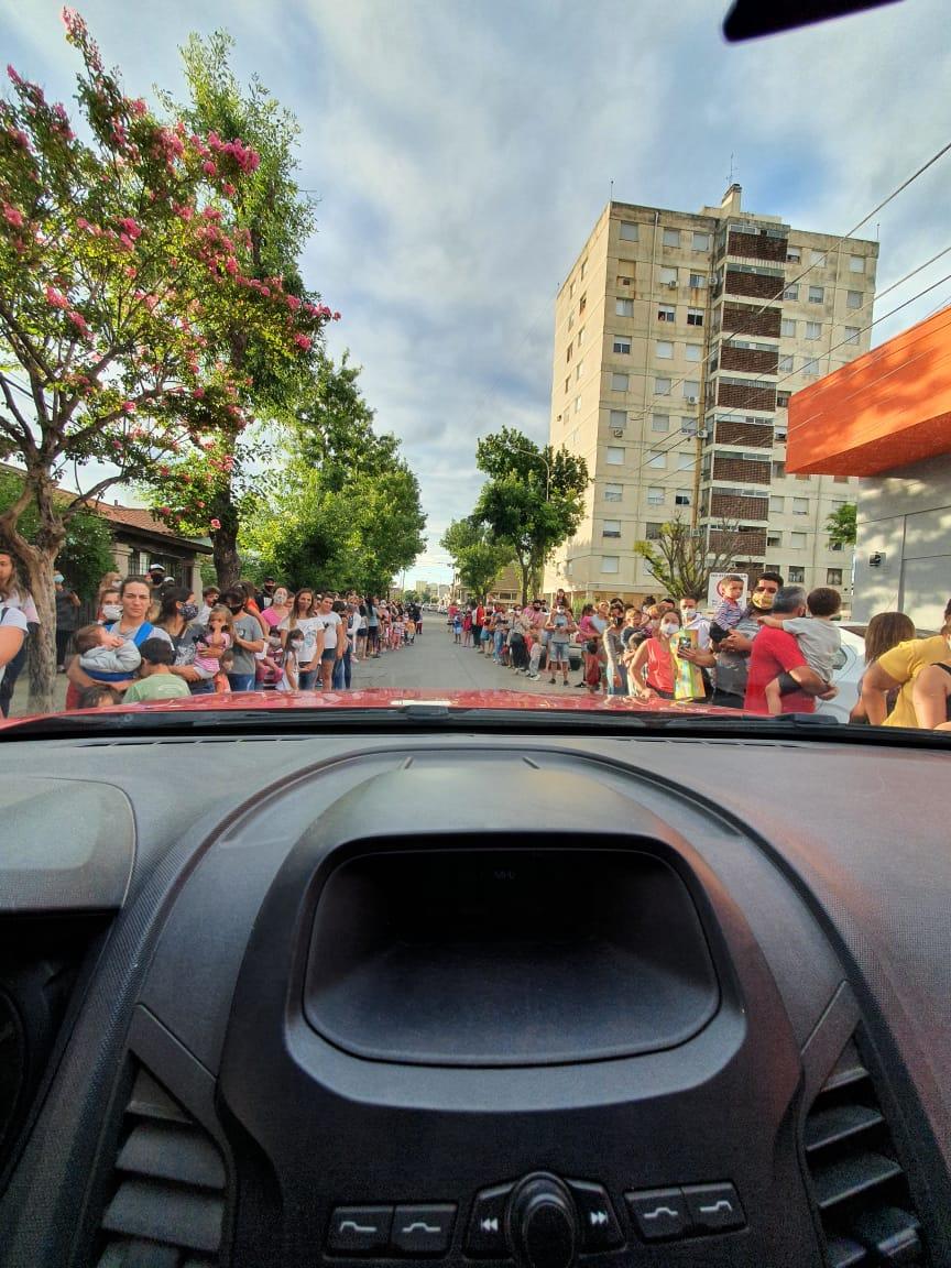 Los Reyes Magos recorrieron junto a los Bomberos las calles de la ciudad 4
