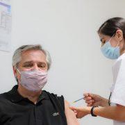 El presidente Alberto Fernández recibió la primera dosis de la vacuna Sputnik V 2