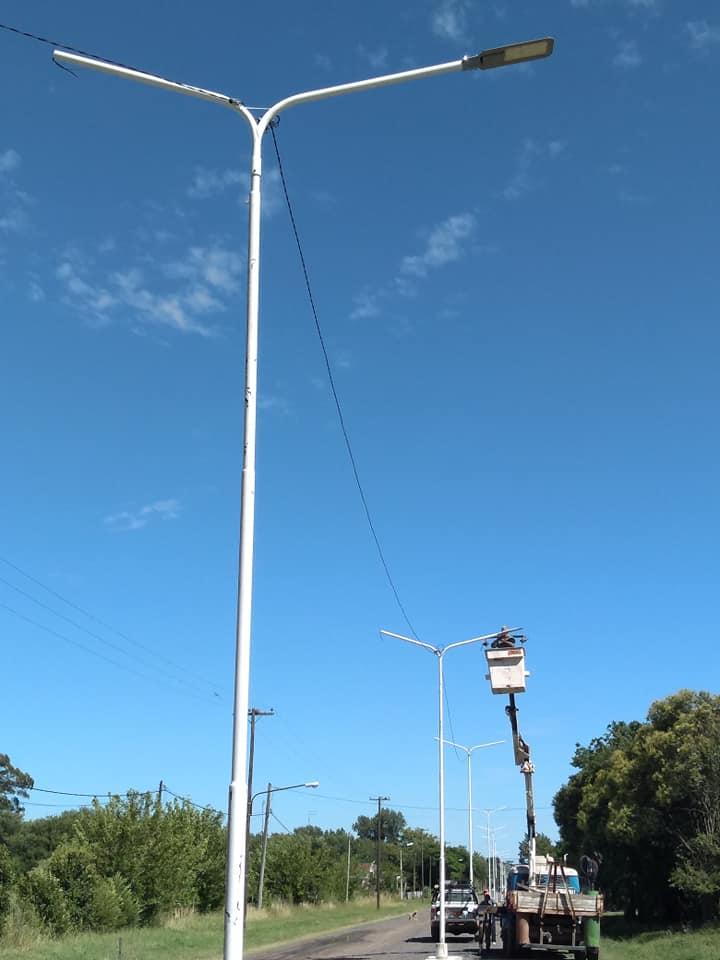Construcción de cordón cuneta, luminaria y canteros en Pinzón 2