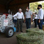 El INTA presentó una rotoenfardadora para pequeños productores 4