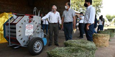 El INTA presentó una rotoenfardadora para pequeños productores 8