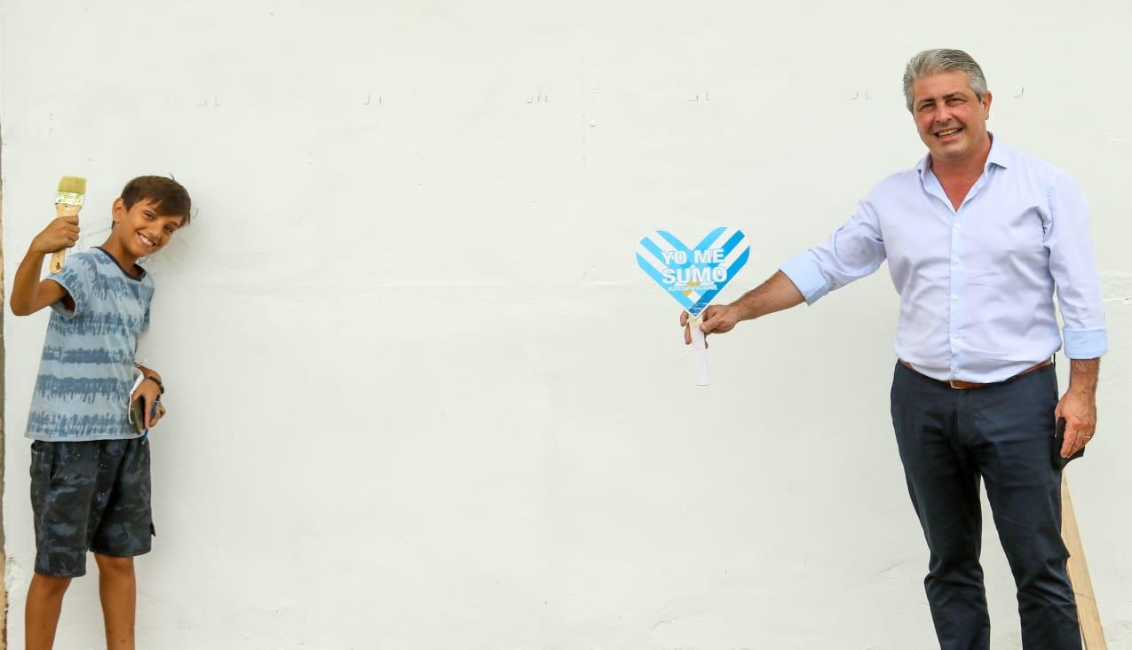 Mural sobre lengua de señas por el reconocido artista local Juani Méndez 1