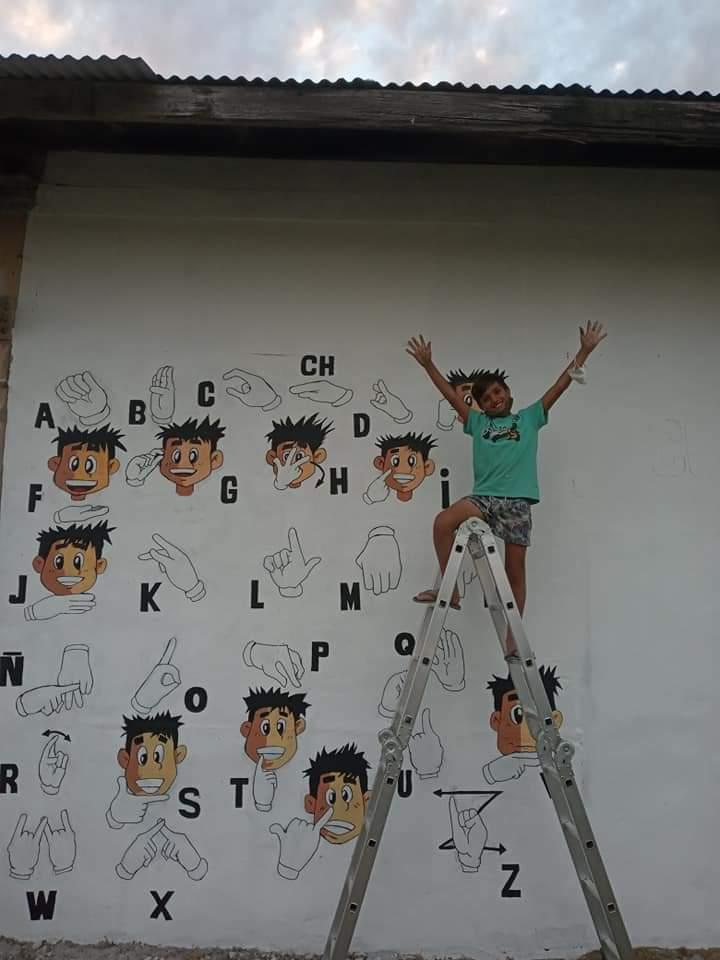 Mural sobre lengua de señas por el reconocido artista local Juani Méndez 3