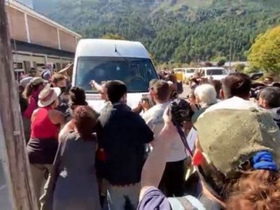 Allanamientos y al menos 5 detenciones por el ataque a la comitiva presidencial en Chubut 8