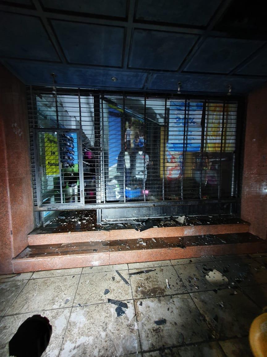 Incendio en local comercial de San Nicolás y Avenida De Mayo 1