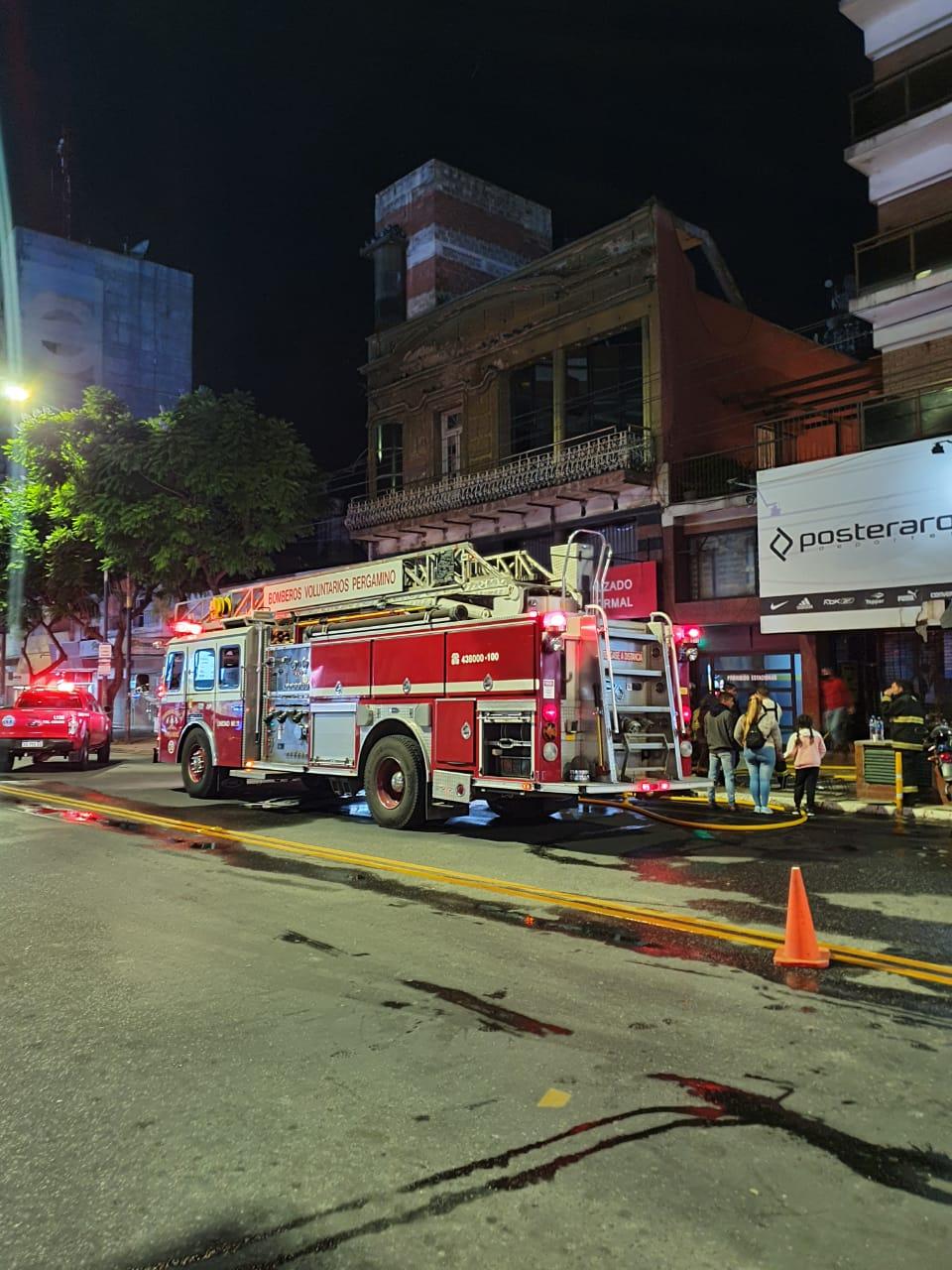 Incendio en local comercial de San Nicolás y Avenida De Mayo 2