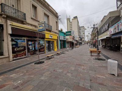 Inicio de restricciones: Retenes en las calles y cierre de locales no esenciales 7