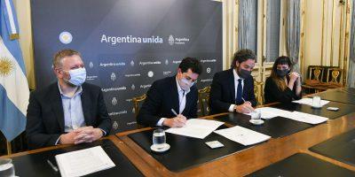 Cafiero y De Pedro encabezaron la firma de un convenio para brindar conectividad a 13 cruces internacionales 8