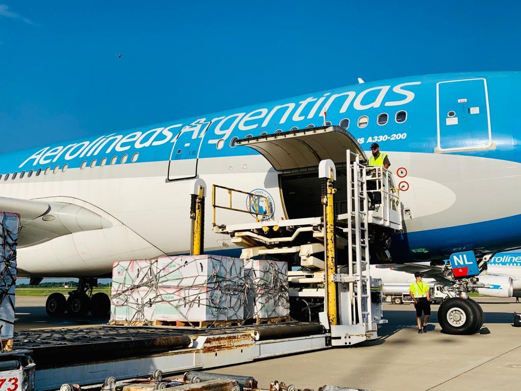 Las vacunas de Moderna ya están cargadas en los aviones de Aerolíneas 4