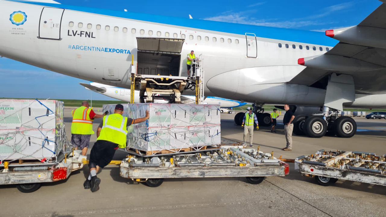 Las vacunas de Moderna ya están cargadas en los aviones de Aerolíneas 2