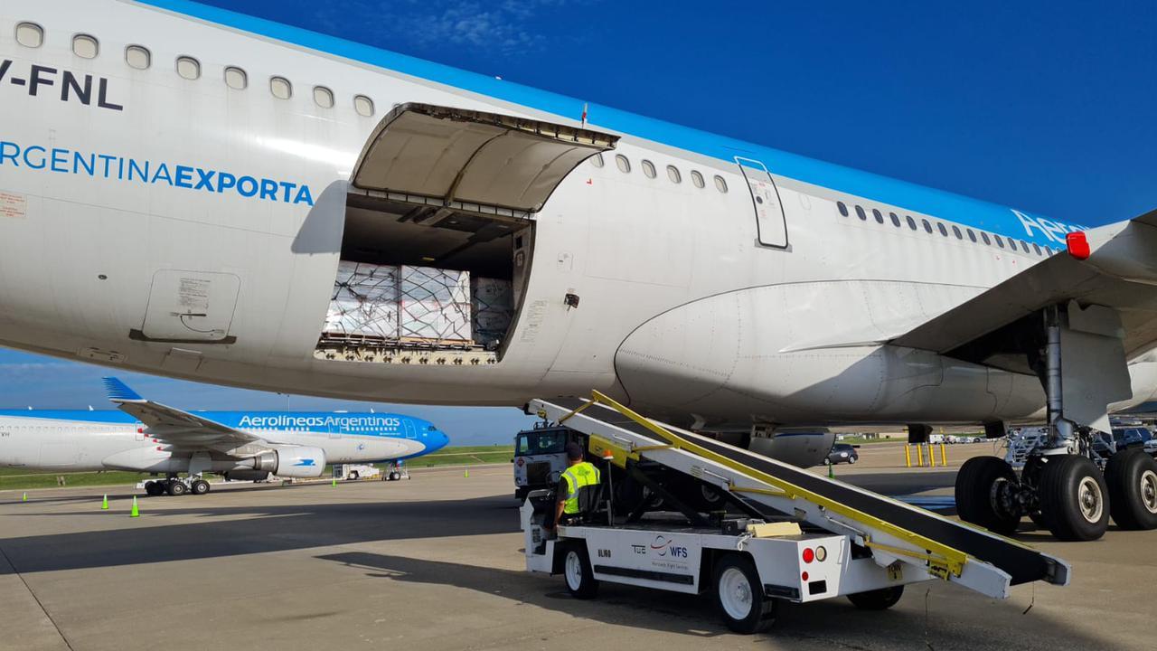 Las vacunas de Moderna ya están cargadas en los aviones de Aerolíneas 3