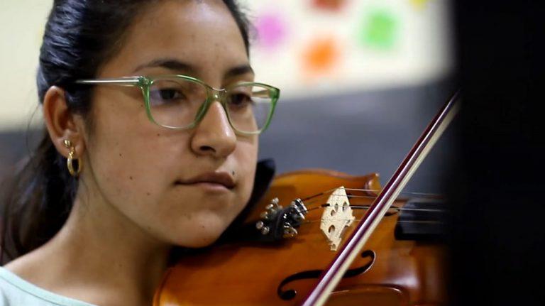 Dos integrantes de la Orquesta de Barrio Kennedy recibieron la Beca Martha Argerich 1
