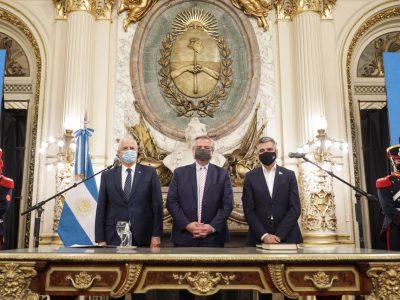 El Presidente les tomó juramento a los nuevos ministros de Defensa y de Desarrollo Social 9