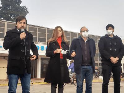 El ministro de Salud Nicolás Kreplak entregó una ambulancia para el Hospital 3
