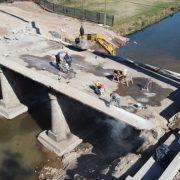 Comenzó la demolición del antiguo puente Colón 17