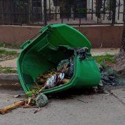 Se reportó un nuevo acto de vandalismo sobre un contenedor de residuos 3