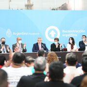 El presidente firmó el decreto para convertir los planes sociales en empleo registrado 15