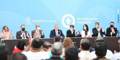 El presidente firmó el decreto para convertir los planes sociales en empleo registrado 8